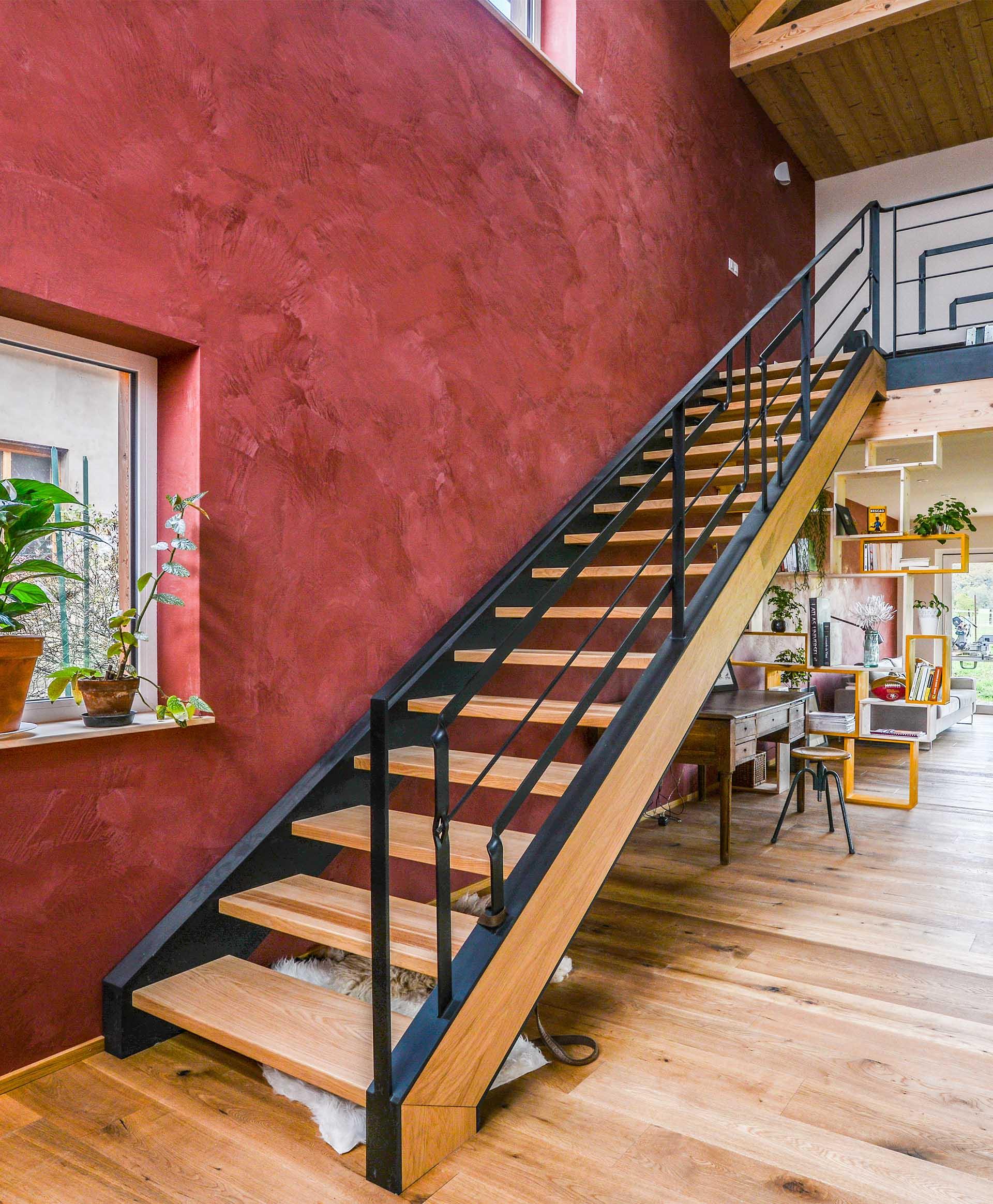 Réalisation et pose d'un escalier en bois et métal chez un particulier
