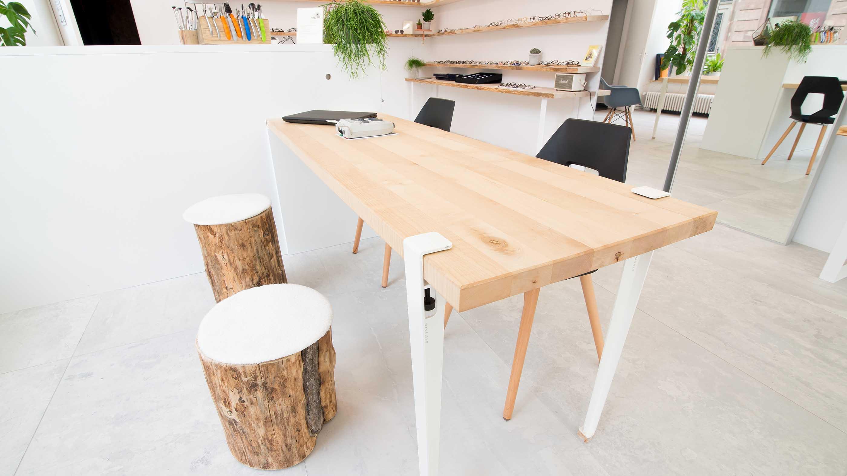 Réalisation de mobilier en bois pour des professionnels