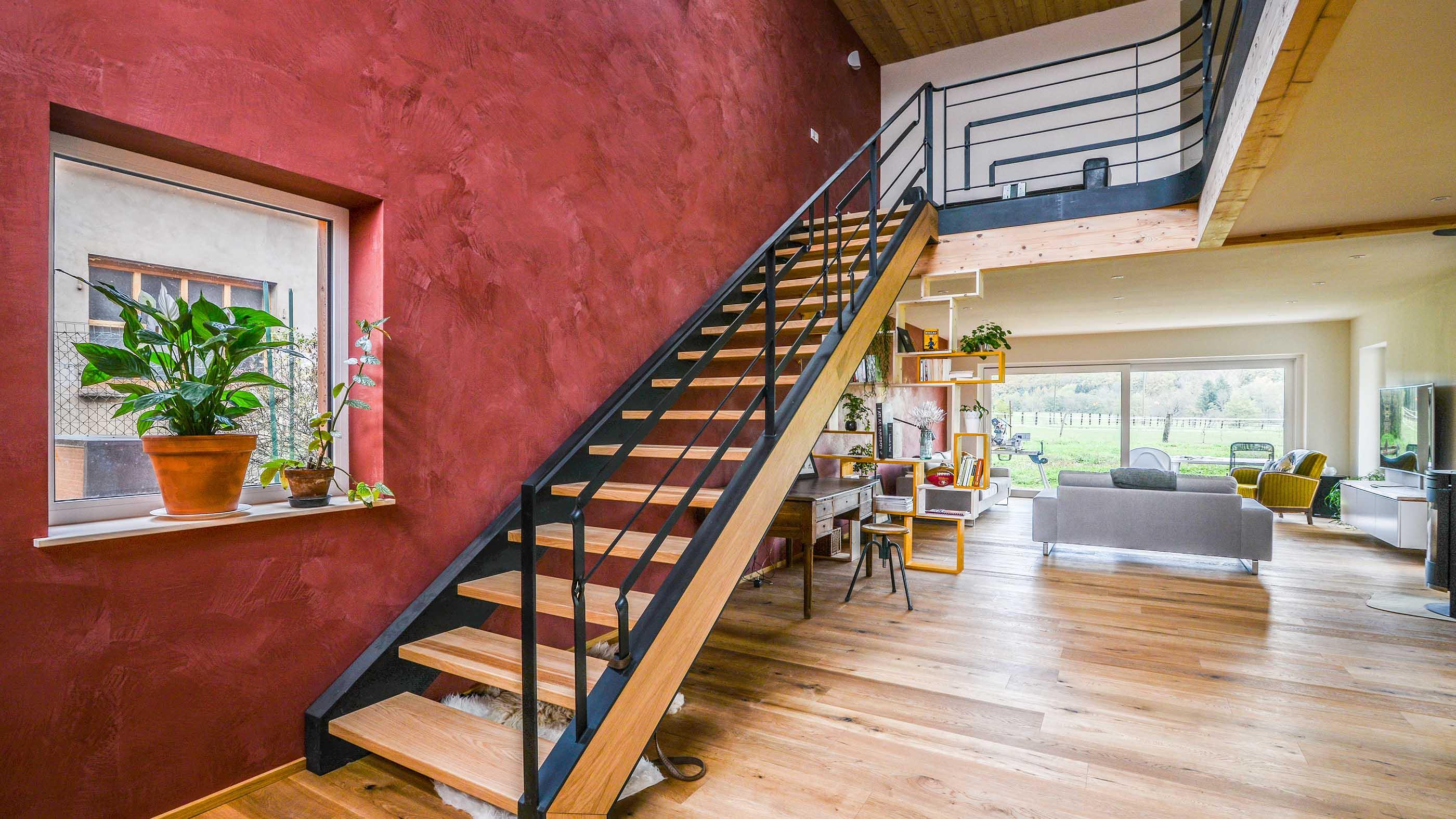 Réalisation et pose d'un escalier design en bois et métal